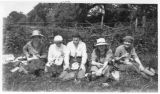 Index card 1921 - Five students having lunch